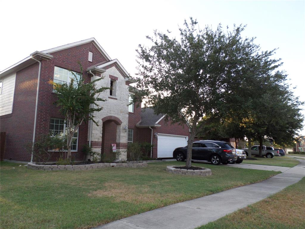 Gorgeous spacious home with high ceilings, formal dining, family room, study, gameroom , granite counter tops in kitchen & bathrooms, stainless steel appliances and a large pantry. Master bedroom downstairs with a large closet, and a bathroom with double sink, whilpooll tub and separated shower. Large gameroom and a storage/shed in the back yard.