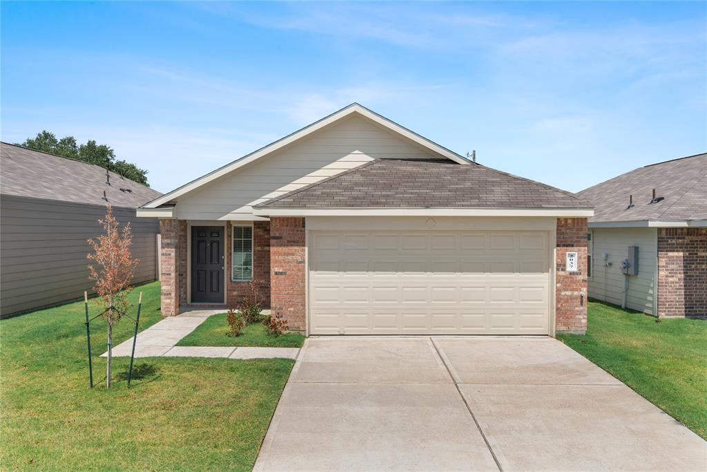 2037 Oakwood Forest Drive, Bryan, TX 77803