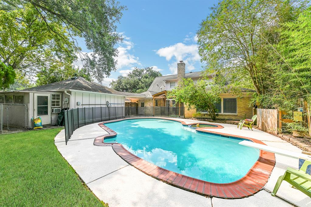 9115 Weymouth Drive, Houston, TX 77031