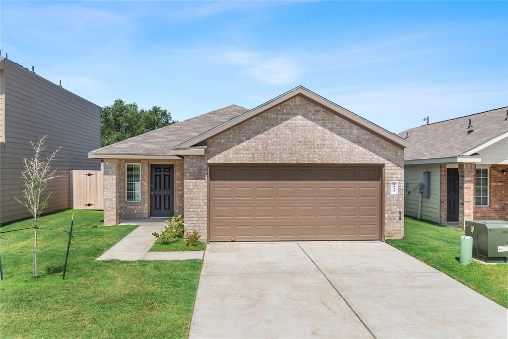 2033 Oakwood Forest Drive, Bryan, TX 77803