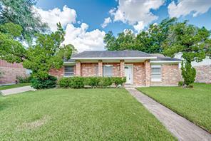 12626 Hunting Briar, Houston TX 77099