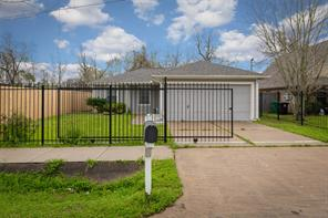 5911 Foster, Houston TX 77021