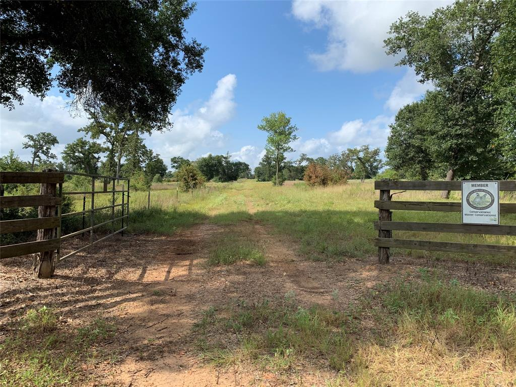 28 Hall Rd, Cat Spring, TX 78933
