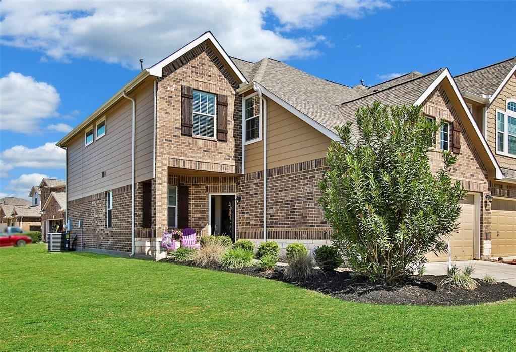 Gorgeous 4 bedrooms and 3 full bathrooms in Retreat at Gleannloch farms! Fridge and washer/dryer included !!