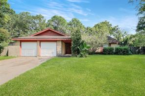 311 Colonial, Friendswood TX 77546