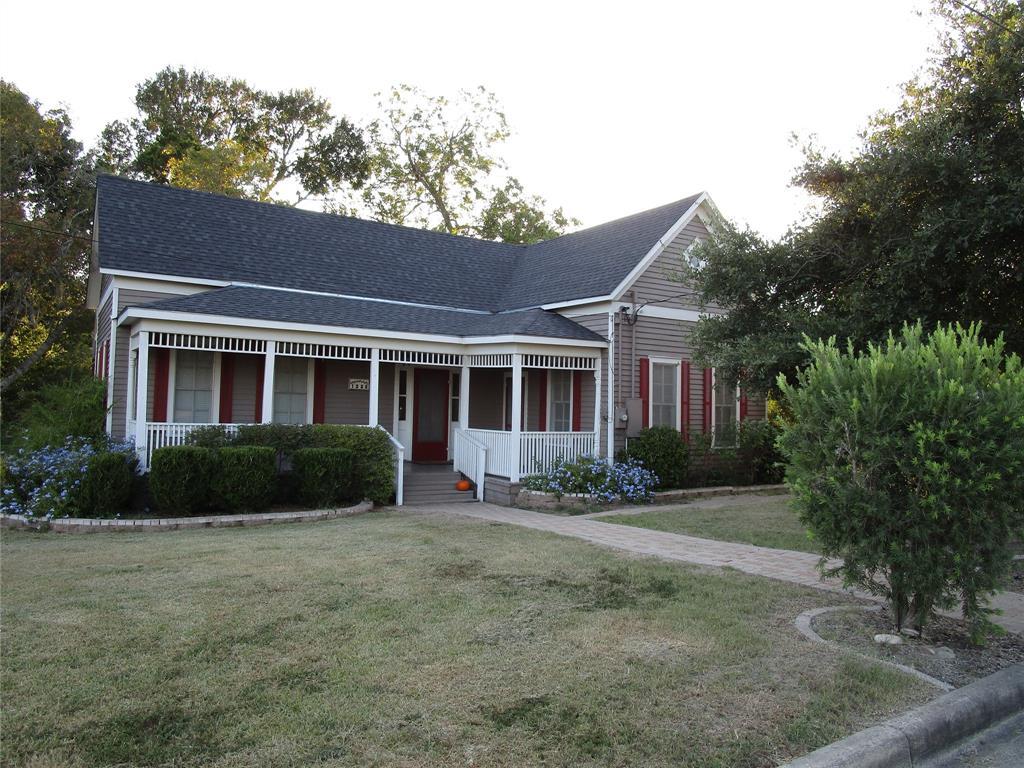 1222 N Avenue G, Shiner, TX 77984