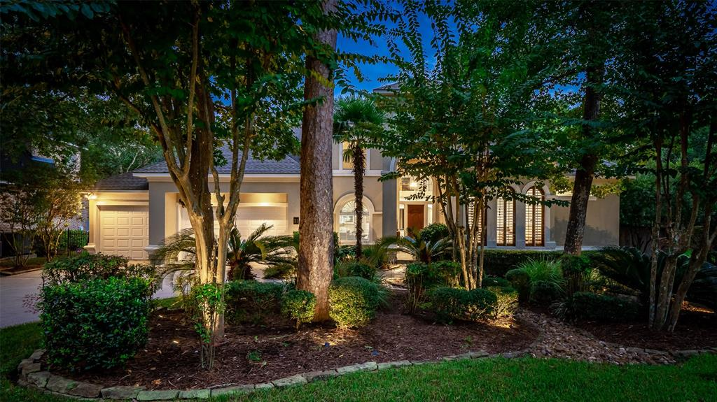 Highly sought after in Hunters Crossing. Built by Tommy Bailey this 4/5 bedroom, 3/2 bath home has 2 bedrooms down. As you enter you are greeted with a two story entry and wrought iron staircase. There are hardwood floors, study with custom built in shelving, dining and formal living with a fireplace. Beautiful trim and molding throughout. In the back you have a large open planned family room, breakfast room and kitchen. Kitchen has granite counters, double ovens and stainless appliances. Master bedroom has tray ceiling with a large master bathroom featuring double sinks and large walk in closet. Outside you have a covered patio with pool/spa overlooking the reserve. This home is nestled on a cul-de-sac street with a true three car garage.