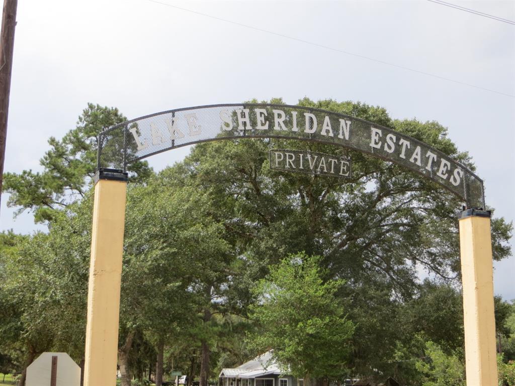 185 Yaupon Drive, Sheridan, TX 77475