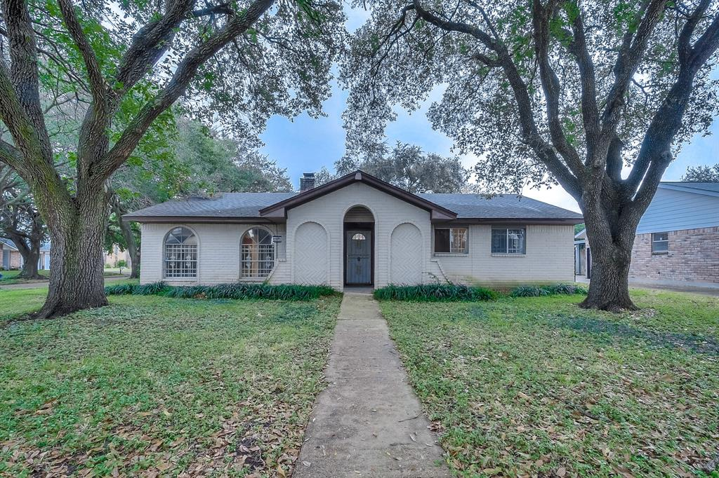 10107 Amblewood Drive, Houston, TX 77099
