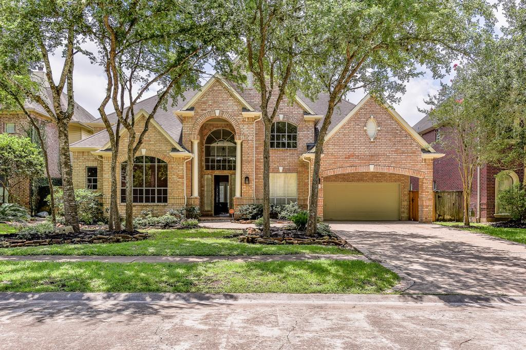 This wonderful home just finished the remodel.New A/C, new painting/new floor/luxury master bath area with shower door replace in 2016/A generous kitchen with new gas rang......and over sized upper and lower cabinets & Crown molding and lots on built-ins.. The master bedroom on first level. This lovely home is on a golf course lot. Easy access to the Hwy 59 & Hwy 99. It's convenient for grocery shopping at supermarkets & a lot of Restaurants around. Can not miss it, must see!!!