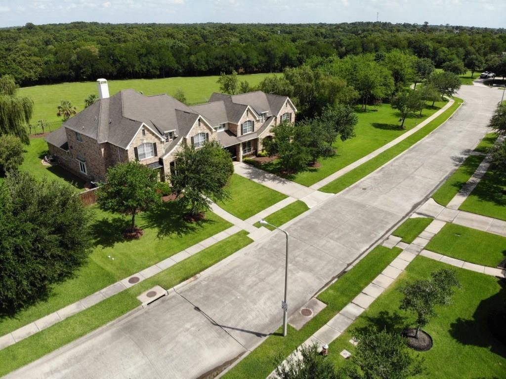 401 Northcliff Ridge Lane, Friendswood, TX 77546