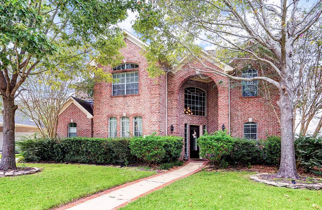 NO FLOODING! located in a small, secluded gated community. Hardwood floors in living areas, abundance of natural light. Large island kitchen with quartz counter tops, gas range, plantation shutters, and game room up. Near Terry Hershey Park and the Energy Corridor.