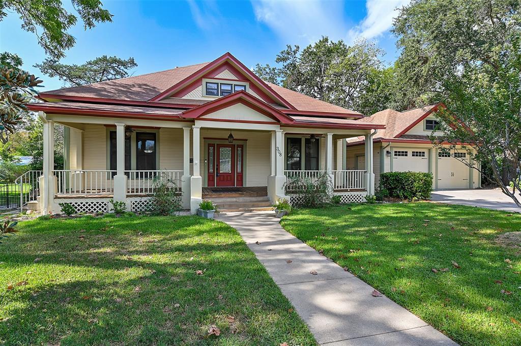 308 W Brenken Street, Hearne, TX 77859