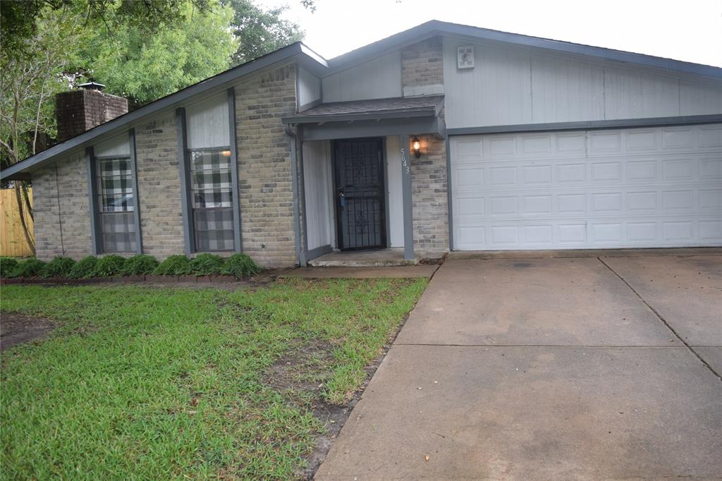 Great Location - Priced to sale!!! This one won't last long. Show today and it will sell. Excellent access to Sam Houston Tollway.