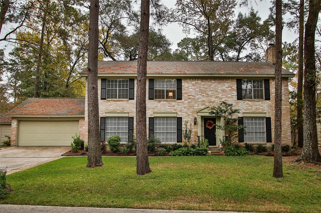Classic Colonial Home, EXCELLENT LOCATION! Minutes to Supermarket,Market Street, Town Center, Woodlands Mall, Entertainment and Woodlands Waterway! 3 min. to I-45 by car. Low VOC Benjamin Moore paint inside/out! Completely remodeled and updated, granite countertops in kitchen and bathrooms, S.S. appliances, And All WOOD FLOORS (NO CARPET IN THIS HOME)very spacious and tucked away in quiet cul-de-sac. New AC/Heat 3 sections w/separate thermostat. Very nice size backyard.  Lots of windows, Beautiful home! Never Flooded!