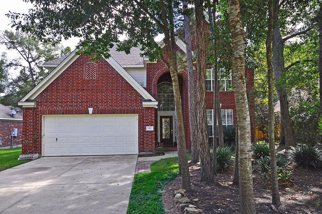 Two story, spacious, 5 bedroom, 3-1/2 bath with Master on first level in a great neighborhood.  Island kitchen opens to family room. Four secondary bedrooms & 2 full baths located upstairs. Fabulous location close to shopping, restaurants, schools and parks.  Convenient access to FM1488 & I45.