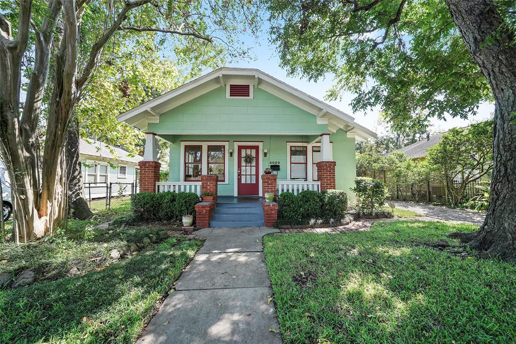 This property is located in a walk-able neighborhood close to many entertainment and dining options!
