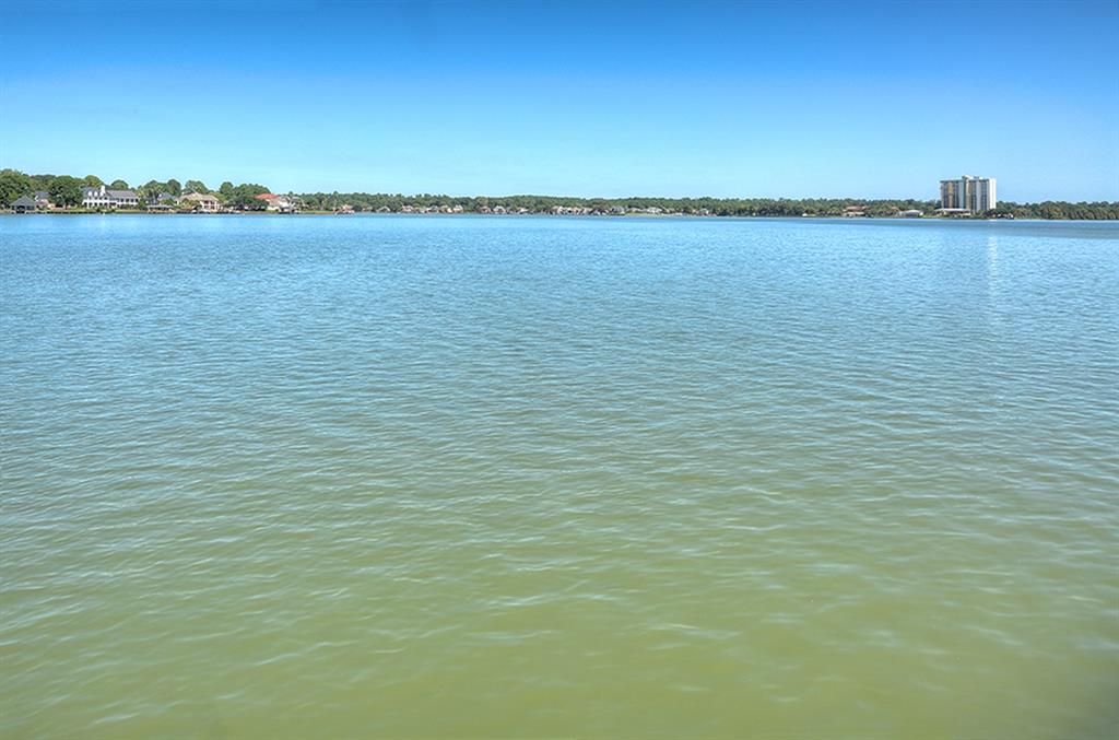 1122 Lake View Drive