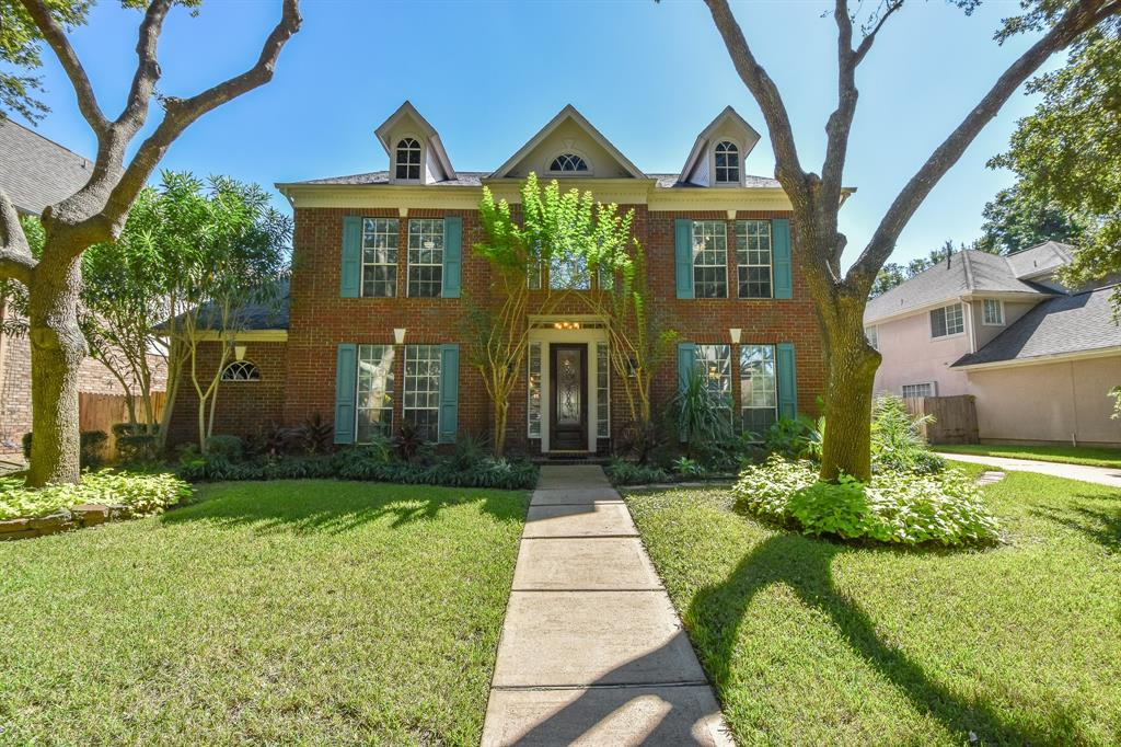 This lovely homes exudes warmth and is spacious and bright.  Formals, large family room down and another large gameroom located up. Home features a 2-story foyer and a dual staircase.  Recent updates include interior and exterior painting, hardwoods.  All bedrooms are spacious and offer walk-in closets. If you enjoy spending time with family/friends cooking, this kitchen can accommodate many cooks....Home has mature landscaping and you will enjoy sitting in your private sanctuary....