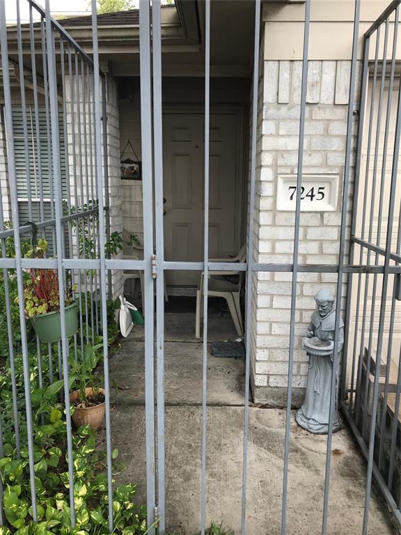 7245 Rittenhouse Village Court, Houston, TX 77076