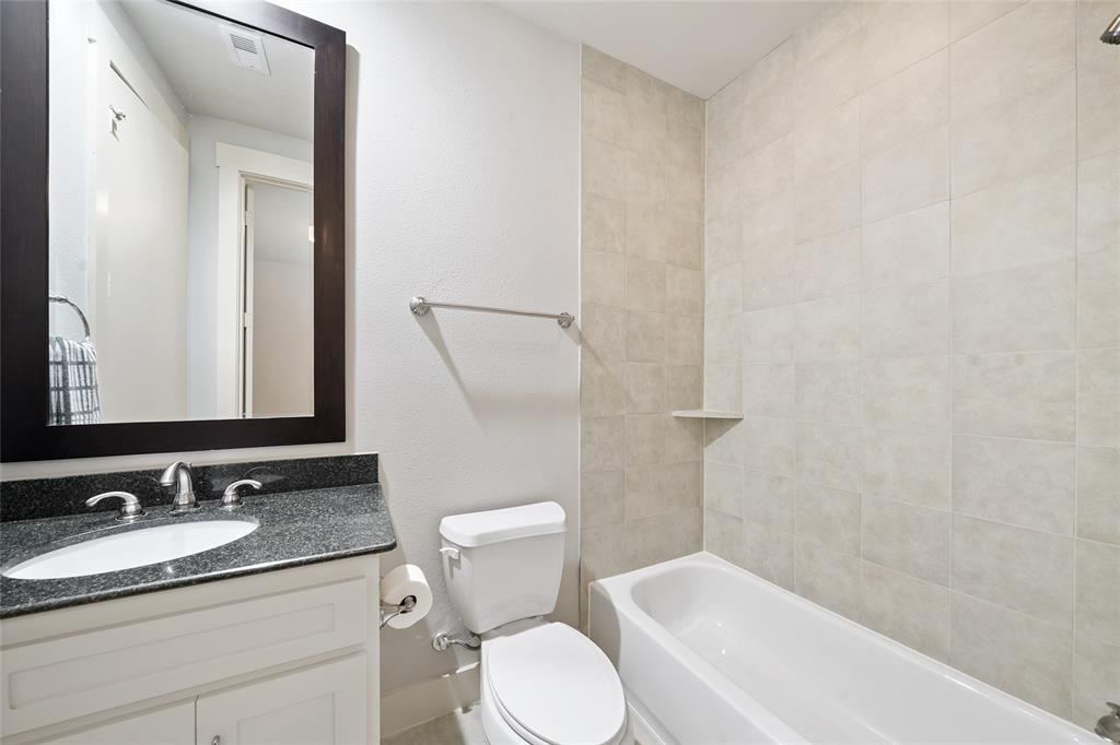 3rd Floor Full Guest Bathroom