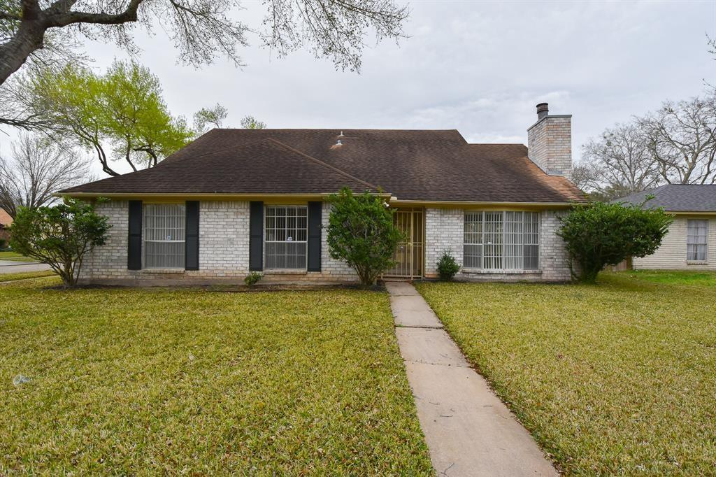 Looking for a family home, you found it! This 5 bedroom/4 bath home comes with plenty of space, fridge, washer and dryer is included, cozy backyard. The home also offers a guest suite to be used for the in-laws, adult children, or close relatives.