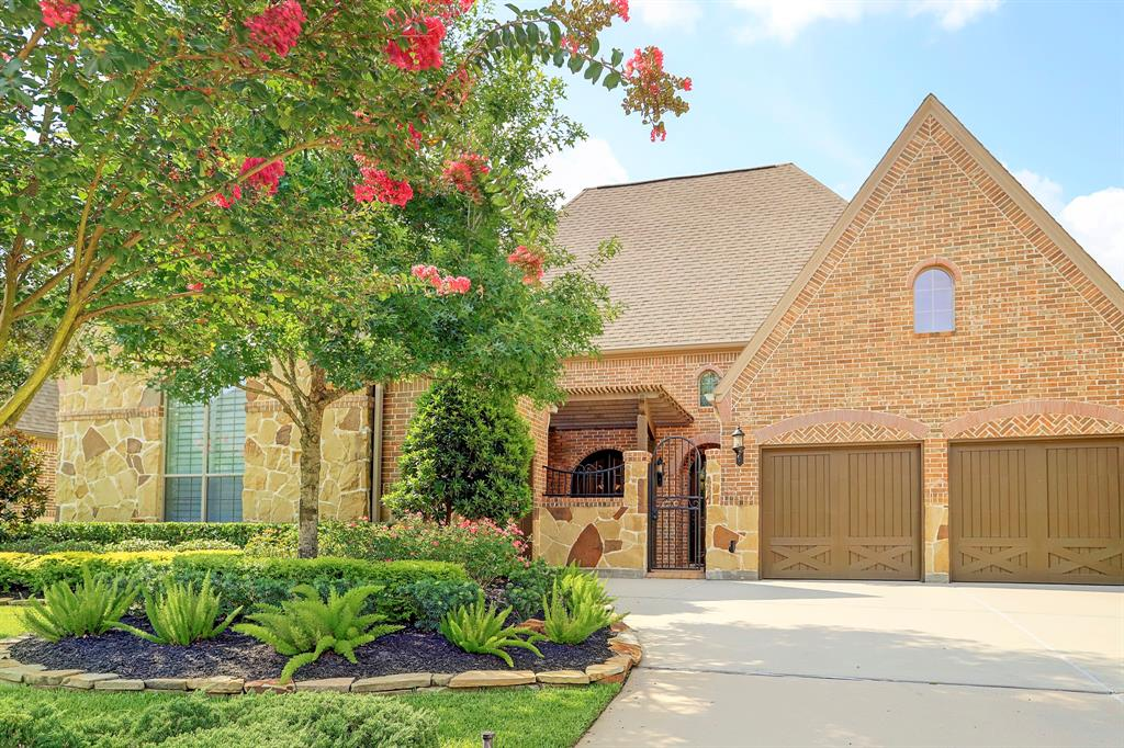 18 Kayak Ridge Drive, The Woodlands, TX 77389