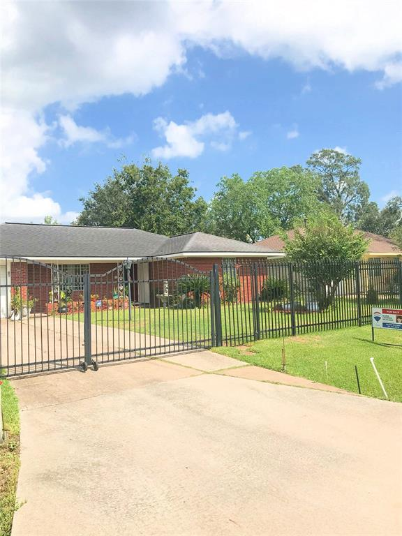 9029 Woodlyn Road, Houston, TX 77078