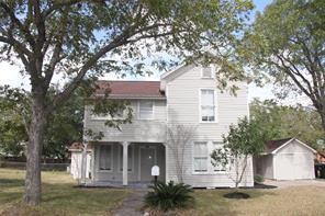 1007 E 5th Street, Hallettsville, TX 77964