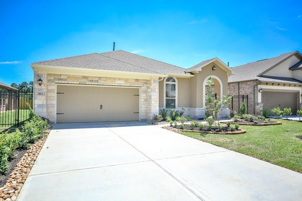Never Lived in.New washer, dryer and refrigerator.  Terrific 1 story, 3 bedroom/2 bath, sizeably open family room, open dining area, gourmet kitchen with nook. Hardwoods throughout the entry/family, kitchen,dining. Covered patio. On Golf course community.