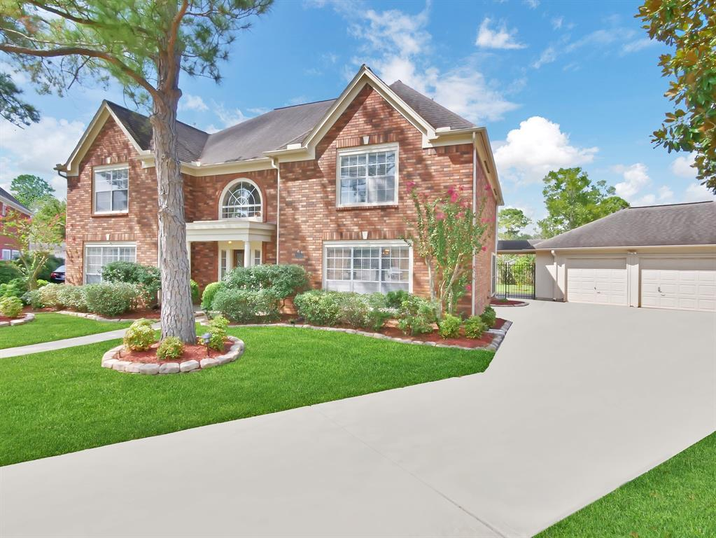 Gorgeous two story Executive Class Perry home with pool. 4 Bedroom/3FB/2 HB/3 car garage located on an over sized lot in a quiet cul de sac in sought after Commonwealth subdivision in the heart of Sugar Land. Backs to Greenbelt for extra privacy. A dramatic foyer greets you as you walk into this beautiful well maintained home. Open floor plan with inviting study/living rm with french doors to the left and elegant formal dining room with  crown molding and chair rail is to the right of entry.Gourmet kitchen with granite opens to a large breakfast room. Huge den with fireplace that leads to 18x17 sunroom with half bathroom overlooking the sparkling lap pool. Home has many upgrades like Hardwood floors and wood staircase,bathrooms that have been fully upgraded with granite and showers.Large storage shed in back and detached 3 car garage. LOW TAXES!! LOW HOA!  Zoned to all Exemplary schools and located in close proximity to shopping, restaurants, entertainment and more