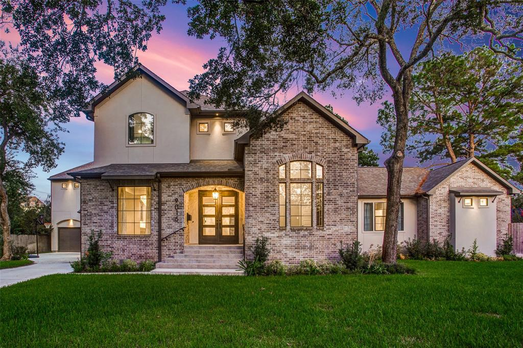 9015 Manhattan Drive, Houston, TX 77096
