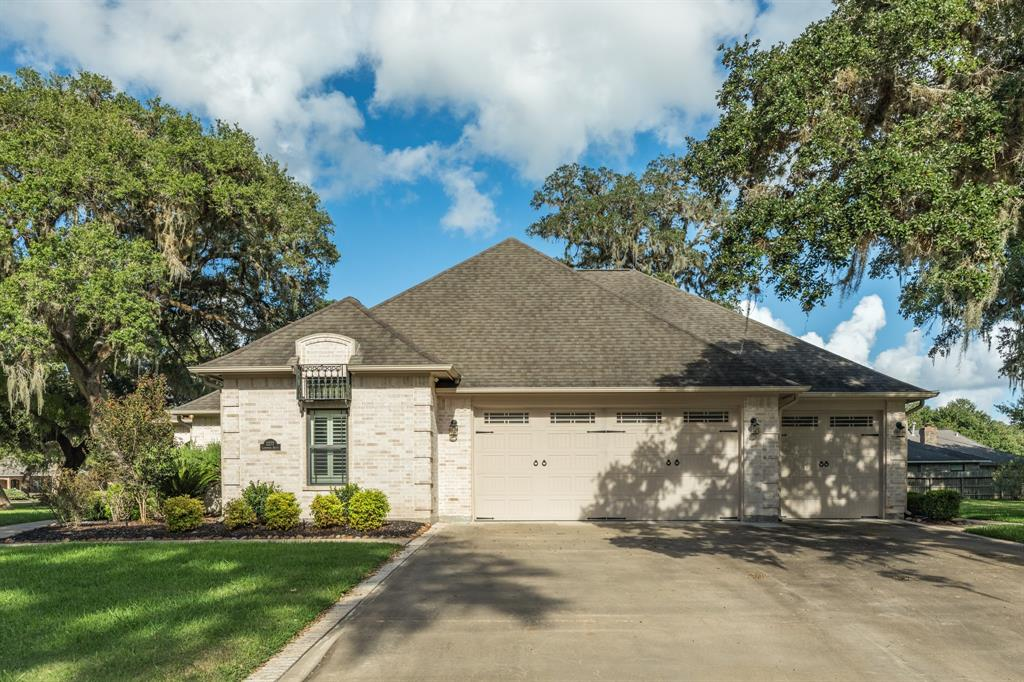 2277 Lakewood Drive, West Columbia, TX 77486