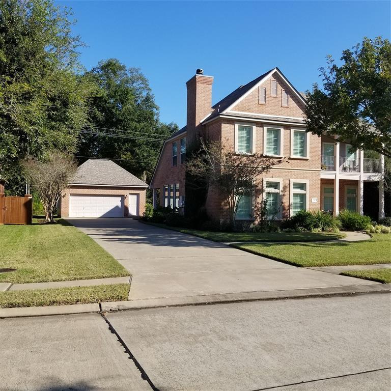 218 Canyon Oak Drive, Lake Jackson, TX 77566