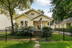 714 E 10th 1/2 Street, Houston, TX 77008
