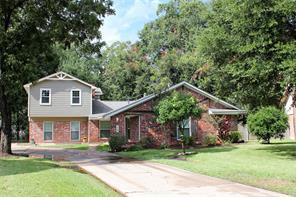 58 S Shamrock Court, Lake Jackson, TX 77566