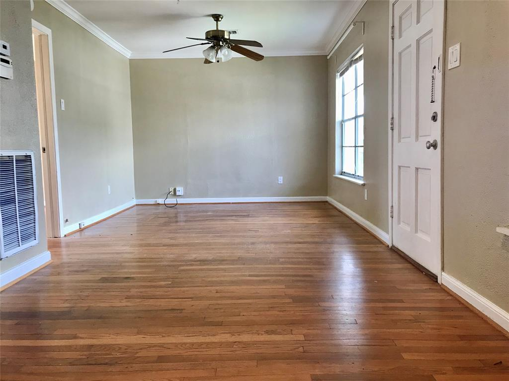 Bright & spacious living room with access to balcony/stairs.