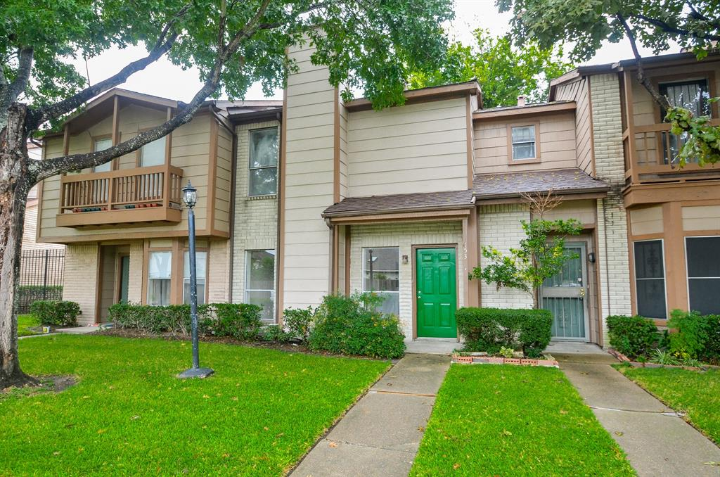 12500 Brookglade Circle, Houston, Texas 77099, 3 Bedrooms Bedrooms, 5 Rooms Rooms,2 BathroomsBathrooms,Townhouse/condo,For Sale,Brookglade,73184726