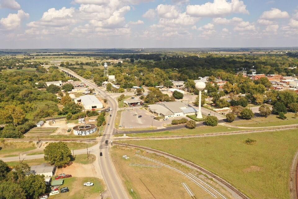 104 Gazley Street, Smithville, TX 78957