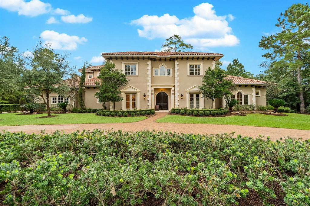 2 Clubview Court, The Woodlands, TX 77382