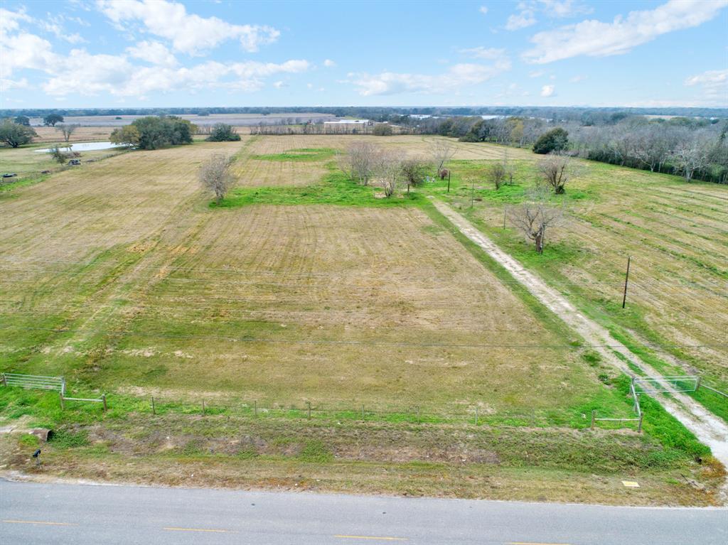 3100 County Road 209, Danbury, TX 77534