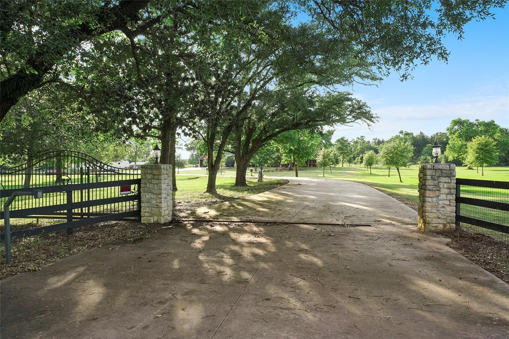 17751 E Fm 1097 Road, Willis, TX 77378