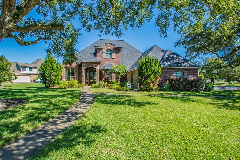 1004 Heritage Oaks Drive, Angleton, TX 77515