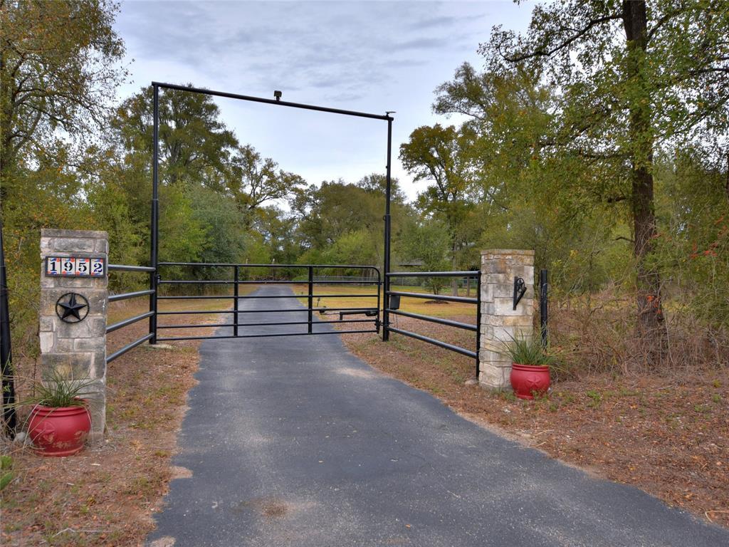 1952 SH 21 W, Cedar Creek, TX 78612