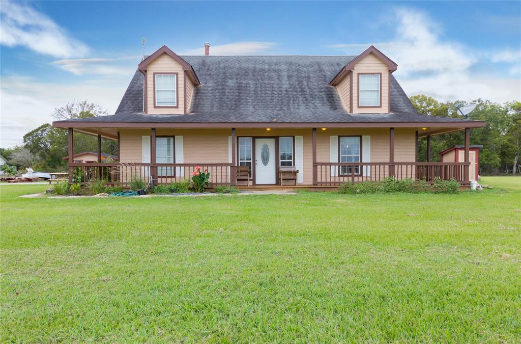 3 BEDROOM 2.5 BATH, MASTER BEDROOM DOWNSTAIRS. HOME DID FLOOD DURING HARVEY. FENCED, POND IN THE FRONT YARD. BARN AND STORAGE ROOM ALSO. WRAP AROUND PATIO/ PORCH. EASY COUNTRY LIVING YET CLOSE TO THE BIG CITY AND MAJOR THOROUGHFARES.  Barn is 18' x 36' Storage building is 12 x 16.