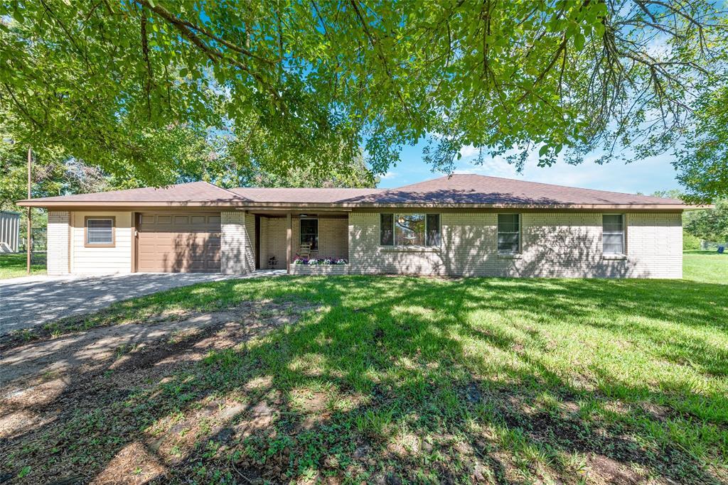 407 Barbers Hill Road, Highlands, TX 77562