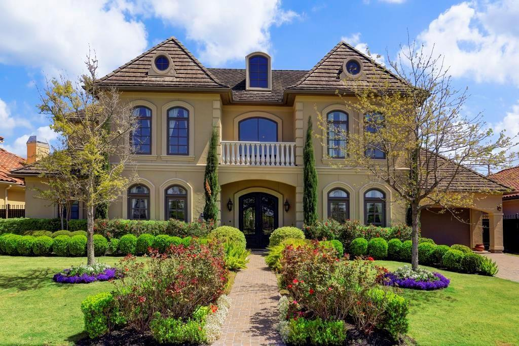 Marvelous French inspired Estate home within the guard-gated Royal Oaks Country Club community. This sought-after interior estate lot explodes with character & charm! Great family home, newly painted, breathtaking panoramic views, 5th bedrm/flex room, travertine, wood flooring, Viking cooktop, enormous island kitchen, and multiple living areas. Amazing pool/spa design,expansive covered loggia & elevated flower/herb planter. Remarkable location & amazing value.