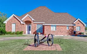 1004 Carriage Court, Alleyton, TX 78935