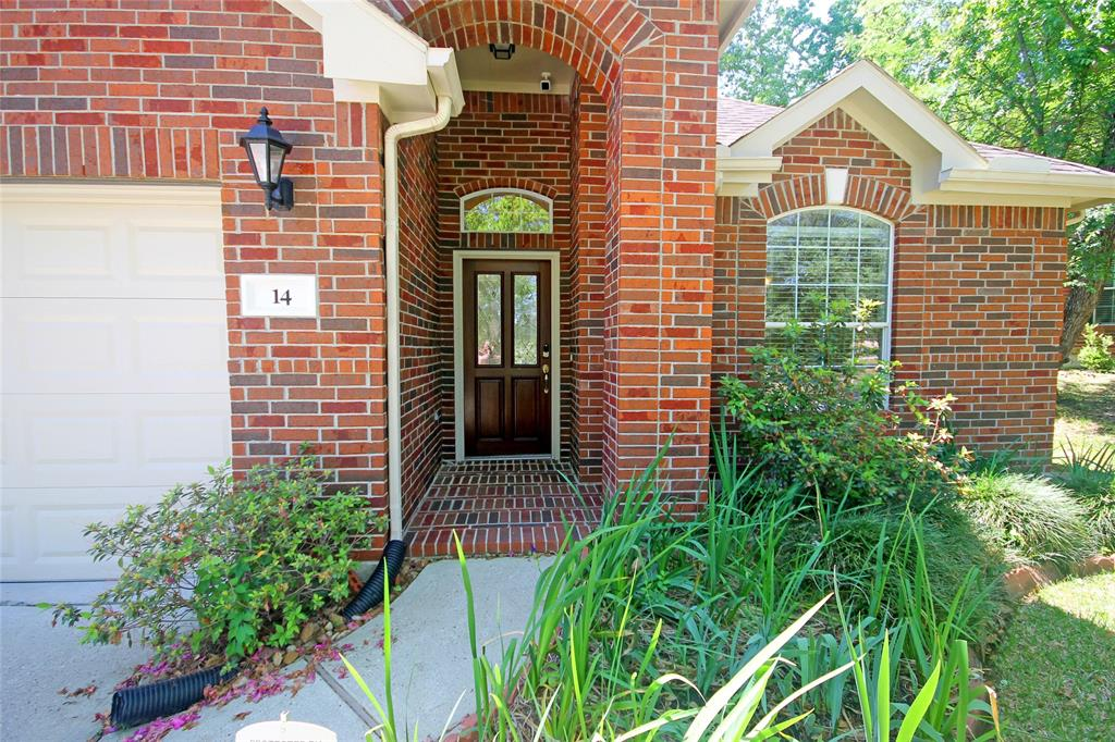 """Beautiful Single-Story Brick Home located in a quiet Cul-de-sac!  HUGE backyard with Swing Set!  Covered Porch w/ Swing. Refrigerator Included! Tile & Wood Floors, newer carpet in the bedrooms. Electric Vehicle Charging Outlet in Garage! Nest Thermostat!  Great neutral colors.  Formal Dining Room or Study.  Kitchen has breakfast and serving bar, stained cabinets, stainless steel appliances, updated counters and tiled back splash. Family room has fireplace and a wall of windows, and brackets for your flat screen TV.  Master suite has """"His & Her's"""" Vanities, Jetted Tub and Walk-in Glass Shower.  Large Backyard for much family fun. Home did not Flood in Harvey. Zoned to Highly Rated Woodlands Schools.  This Beauty is Ready to Move In!  Come and See!"""