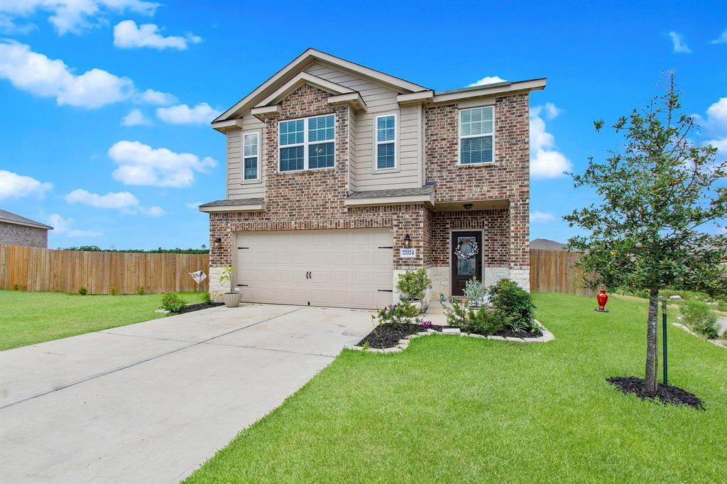 This lovely two-story lease home is situated in sought after Ranch Crest community. Home boasts 4 bedrooms, 2.5 baths and is 2401 square feet with a 2-car garage. This home's features include living room, dining room, utility room, and large master walk-in closet, stainless steel appliances, custom cabinets, a fully-fenced backyard, front yard landscaping. Great location, Magnolia ISD, and sits on over half an acre lot. Must see to really appreciate. Schedule your appointment today !!!